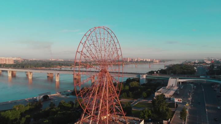Новосибирец снял с высоты красивое видео с новым колесом обозрения на набережной