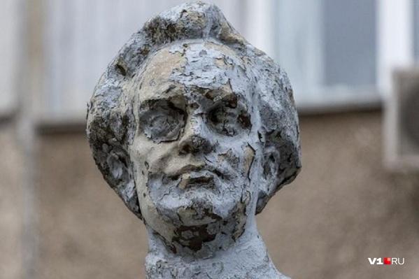 Памятник стали называть ночным кошмаром, пугающим детей
