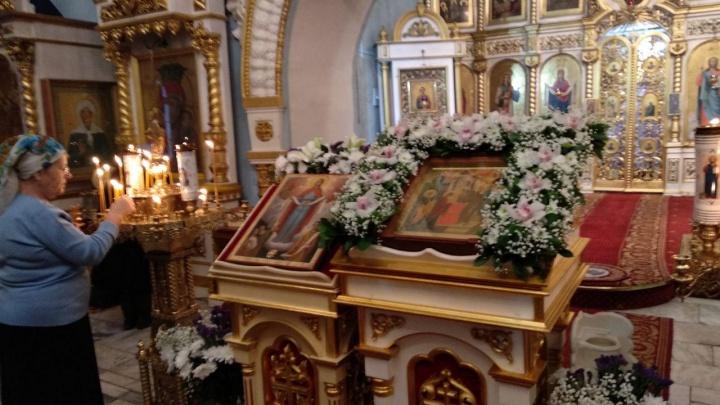 В Красноярск привезли икону с частицей платка Божьей Матери