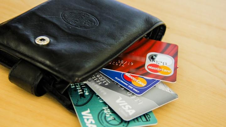 Новосибирцы набрали за 4 месяца кредиток на 3 миллиарда рублей
