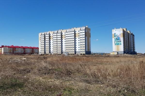 Недостроенный дом №20 в 16-ом микрорайоне Заозерного только сейчас снова начали подключать к отоплению
