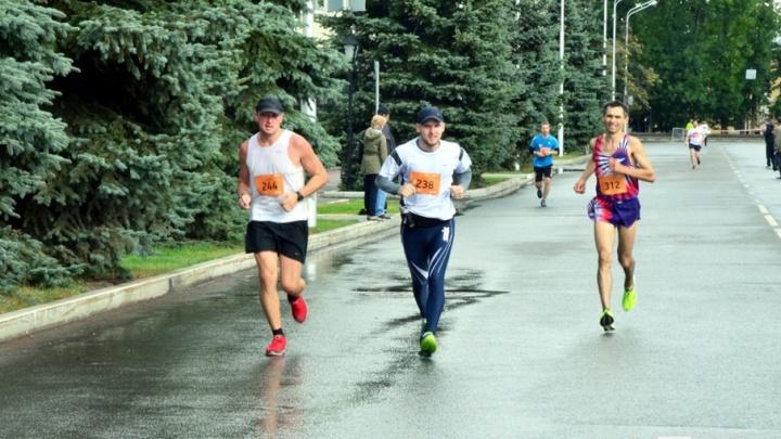 Все бегут, а он им светит: в Уфе пройдёт международный марафон