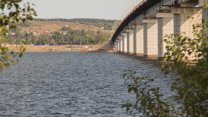 На Чусовском мосту из-за ремонта ограничили движение по одной полосе