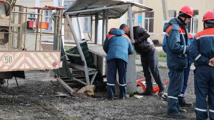 Toyota снесла рынок с людьми на трассе в Волгоградской области: 75-летней продавцу оторвало ступню
