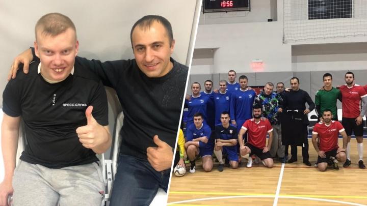 «Он об этом давно мечтал»: красноярский студент с ДЦП стал пресс-атташе футбольного клуба