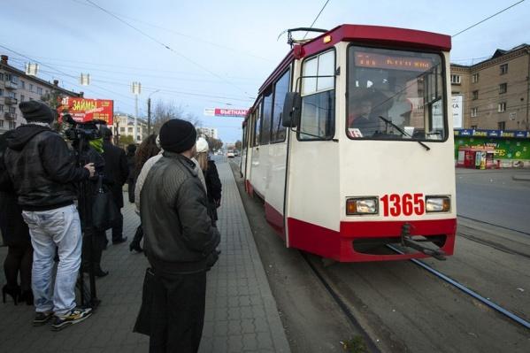 Трамваи простояли на Новороссийской около получаса