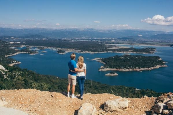 Самое удачное время для отдыха в Черногории — с июня по октябрь. Запросто получится вдоволь накупаться в море и насладиться отличной погодой
