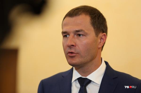 Владимир Волков начал раздавать интервью после того, как из зала муниципалитета ушёл Слепцов