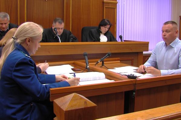 Светлана Бояринова доказывала судьям, что случайно ткнула парня шампуром, защищая себя