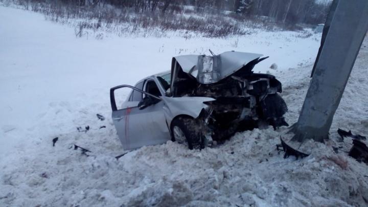 Один человек погиб и четверо пострадали в аварии на выезде из Екатеринбурга
