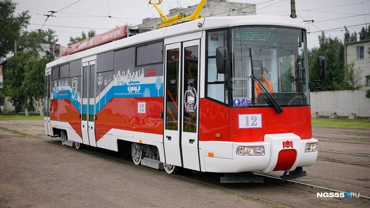 В Омске на три дня отменят трамвай № 2