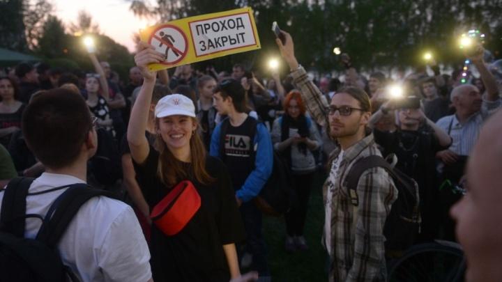 Лица протеста: кто защищал сквер у Театра драмы, несмотря на заборы и «космонавтов» с дубинками