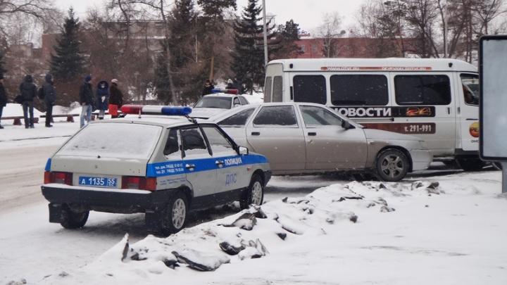 Пожилой омич на внедорожнике сбил девочку, но решил не сообщать об аварии