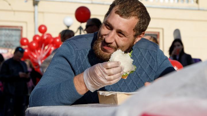 Волгоградцы за семь месяцев проели в столовых и кафе больше 8 миллиардов рублей