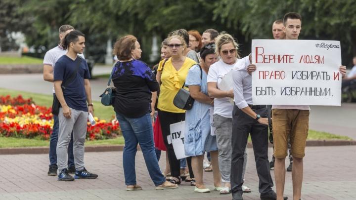 На акцию солидарности с Москвой в Волгограде вышли всего десять человек