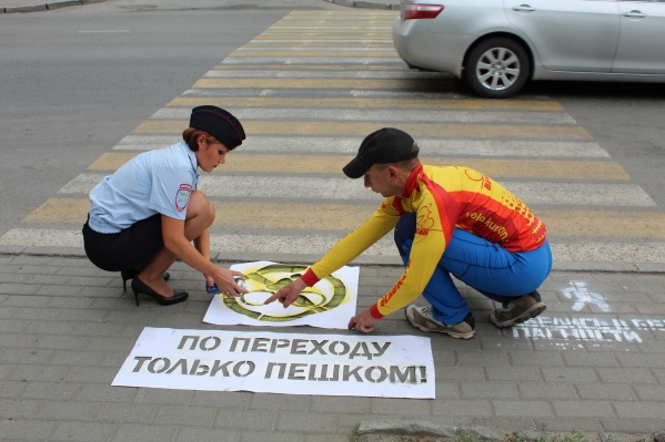 Надписи появились на нерегулируемых пешеходных переходах и возле учреждений образования