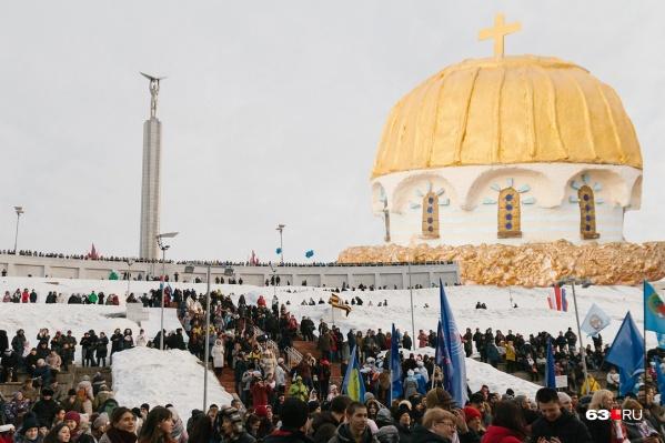 Монумент Славы и купол собора Святого Владимира из Севастополя — в нашем коллаже-фантазии