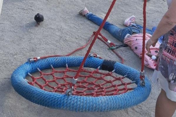 Ребёнок не мог встать с земли