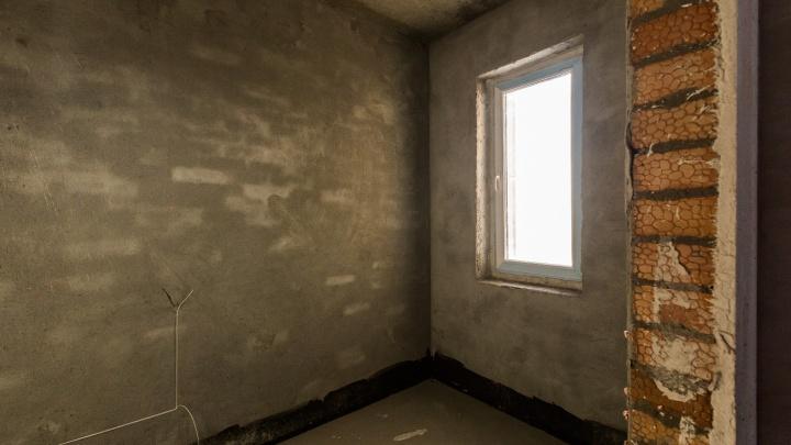 Новосибирца выселили из квартиры — он вынес из неё всё, даже обои