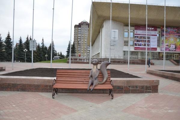 Куница «присела» на скамейку в самом центре Уфы