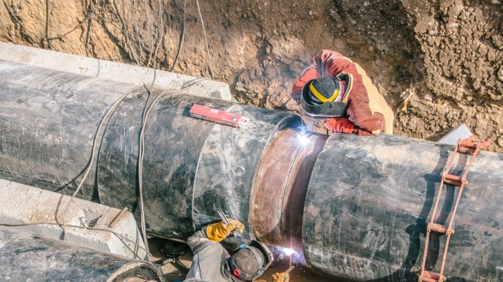 Рабочие завершили ремонт теплотрассы на улице Береговой