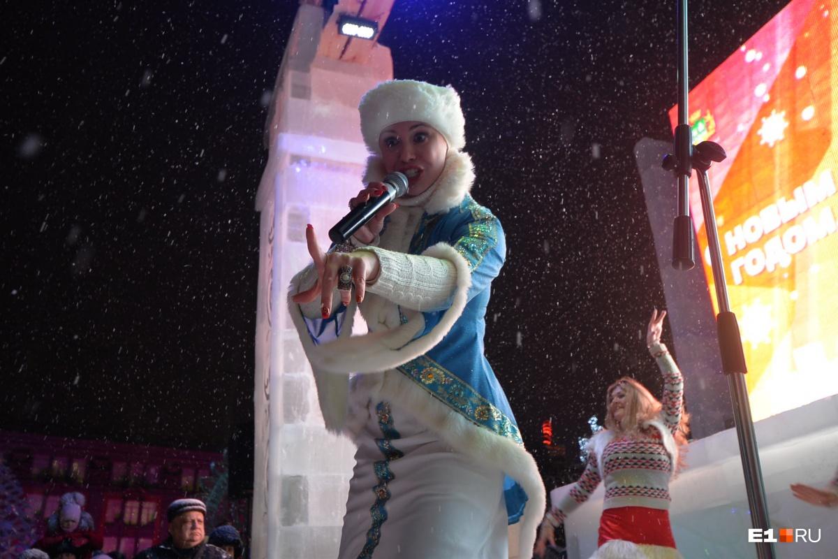 Дед Мороз чем старше, тем лучше, а у Снегурочки есть срок годности. Как у стюардессы