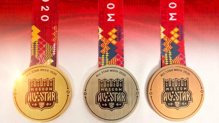 Покрыты настоящим золотом: южноуральские мастера сделали медали для Матча звёзд КХЛ