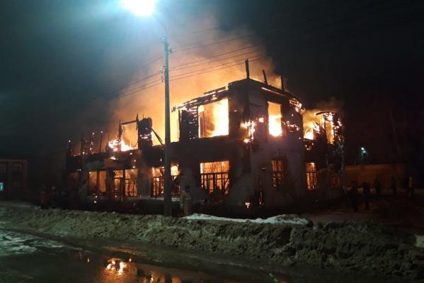 Огонь распространился по зданию очень быстро