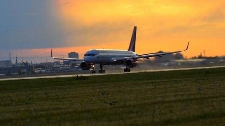 Небо, самолёт и споттеры: встречаем рассвет в аэропорту Омска