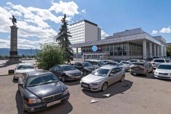 Вид на будущую гостиницу с Театральной площади
