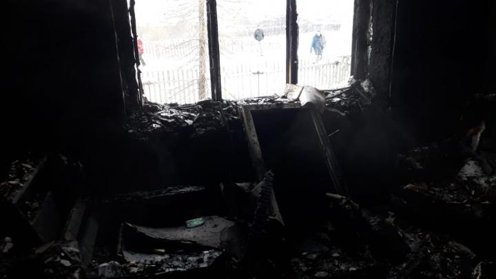 В Свердловской области в пожаре погиб 6-летний мальчик, приехавший к отцу и деду в гости