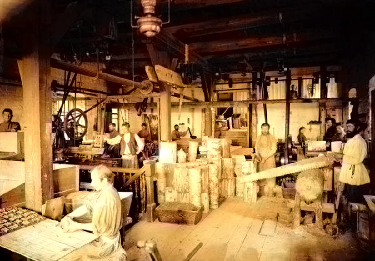 Цех спичечной фабрики Логинова в 1900-е годы