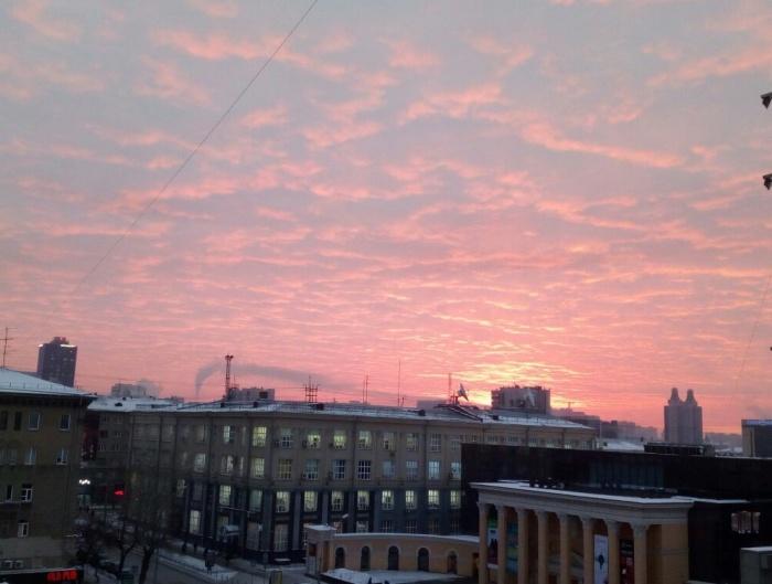 Морозный рассвет над центром города