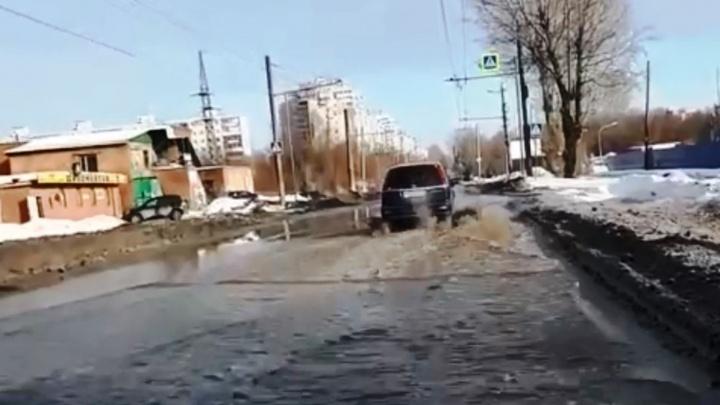 Не снег, а авария: на проспекте Мира затопило проезжую часть из-за повреждения водопровода