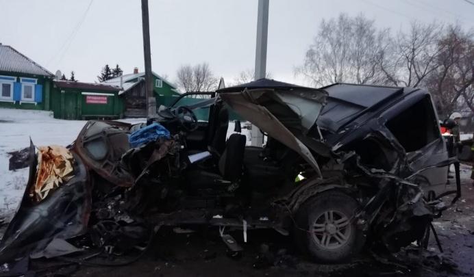Водитель МАЗа, с которого упал 16-тонный груз, раздавивший две машины: «Понадеялись на авось»