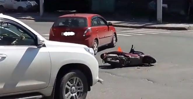 ДТП в Октябрьском районе: Land Cruiser столкнулся с мопедом