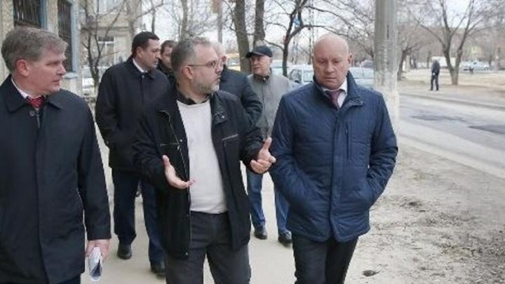 «Нормальные» ямы Виталия Лихачева на западе Волгограда стали убийцами машин