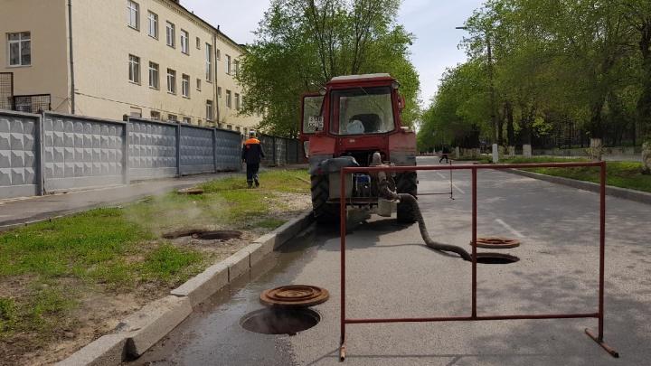 Невезучая улица: в центре Волгограда прорвалась теплотрасса