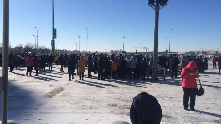 Из самарского ТЦ «Мега» экстренно эвакуировали 400 человек