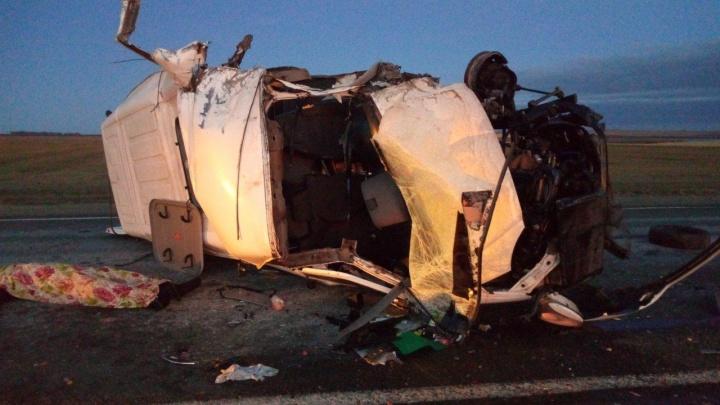 «Возвращались домой»: в Челябинской области автобус с вахтовиками влетел в грузовик
