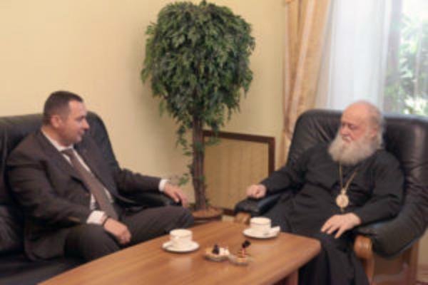 На работу во власти бывшего директора кладбищ благословил митрополит Пантелеимон