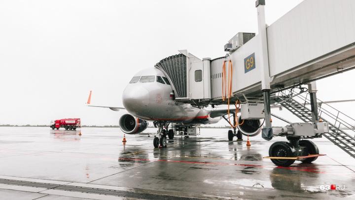 В аэропорту Курумоч задержали самолет Самара — Ларнака с лопнувшим стеклом