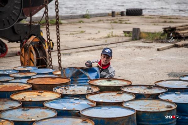 После загрязнения земли нефтепродуктами компания выплатила штраф и очистила почву