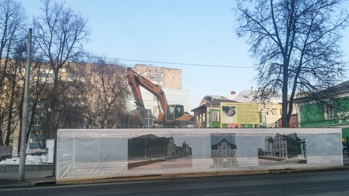 В Перми снесли здание с надписью «Ваше мнение очень важно для вас» и портретом Шевчука из листьев