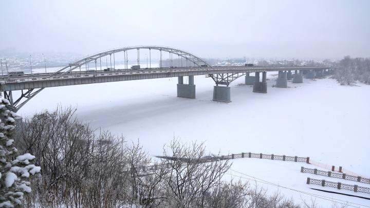 На новогодние каникулы в Уфе изменится режим работы светофора на Бельском мосту