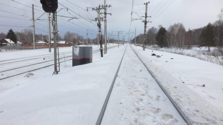 Поезд сбил пожилого мужчину под Новосибирском