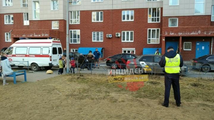 Водитель такси сбил ребёнка во дворе на левобережье