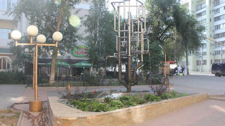 Вандалы украли штурвал с фонтана из сквера на улице Полевой