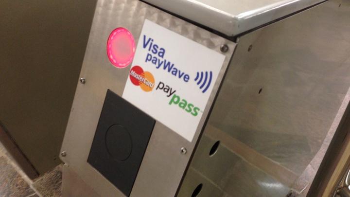 Проезд в метро по банковским картам станет дешевле на 2 рубля