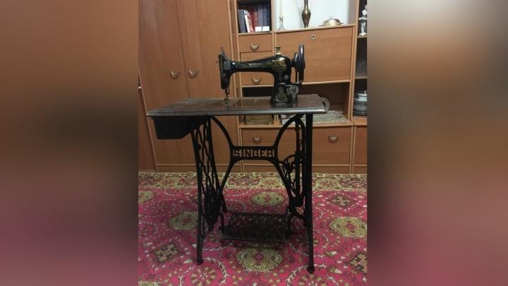 Старинную швейную машинку из Америки продают в Железногорске за полмиллиона
